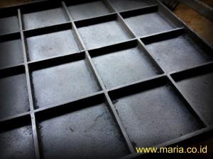 Grill manhole kotak 900x900