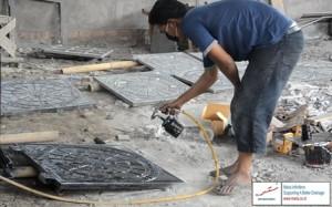 Proses pengecatan grill manhole Berau