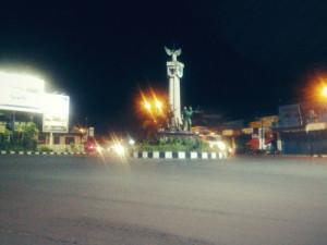 Tugu Kartasura, titik pertemuan jalur Semarang - Solo - Yogyakarta (gregoriusganesha.tumblr.com)